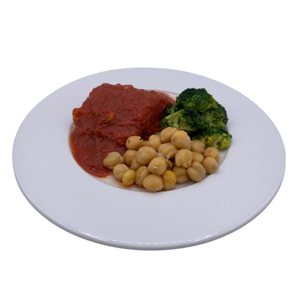 Menú precocinado de 5 gama bacalao con tomate garbanzos y brócoli